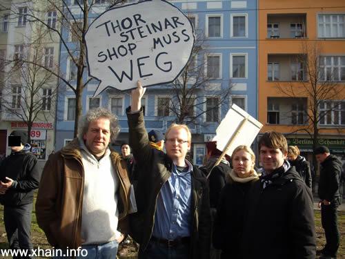 Auch SPD-Bundestagskandidat Björn Böhning (rechts) forderte die Schließung des Ladens