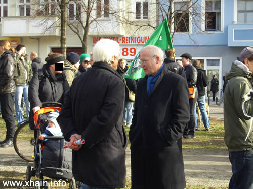 Bürgermeister Franz Schulz, hier mit Christian Ströbele, bekundete den Widerstand gegen Thor-Steinar