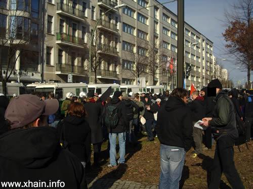 Bereits am frühen Morgen versammelten sich die Bewohner des Bezirks