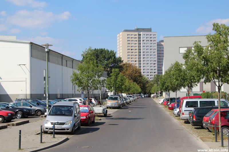 Straße Am Wriezener Bahnhof, Blickrichtung Straße der Pariser Kommune