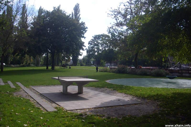 Tischtennisplatte auf dem Annemirl-Bauer-Platz