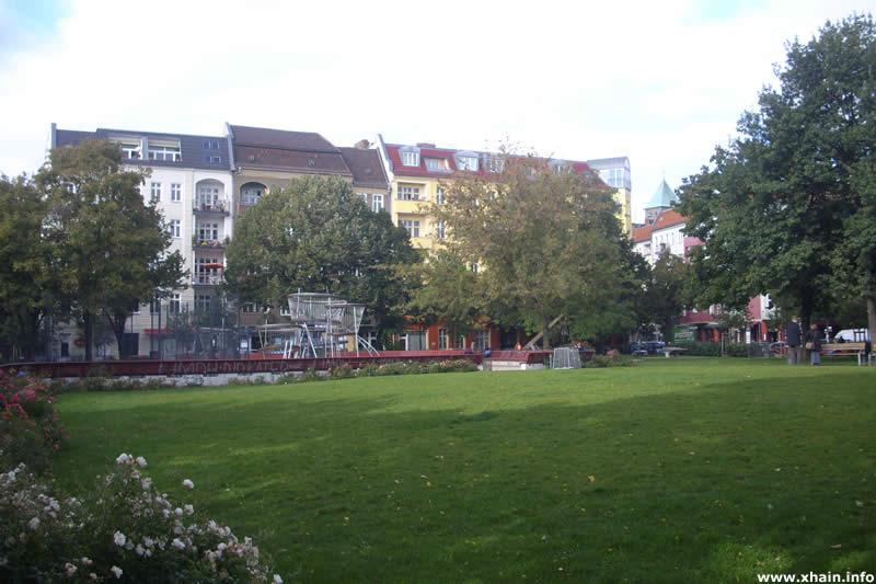 Annemirl-Bauer-Platz, Blickrichtung Lenbachstraße