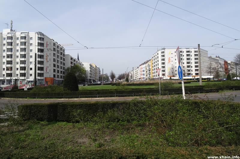 Bersarinplatz, Blickrichtung Petersburger Straße
