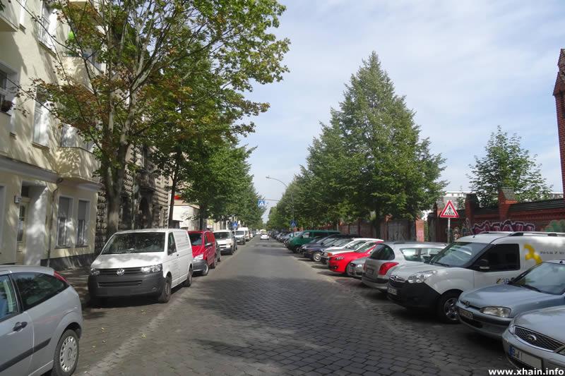 Hausburgstraße, Blickrichtung Landsberger Allee