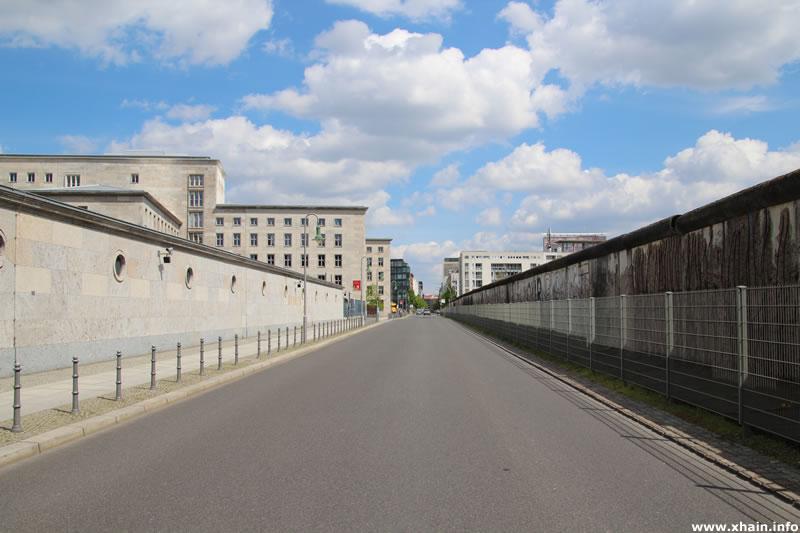 Niederkirchnerstraße, Blickrichtung Zimmerstraße