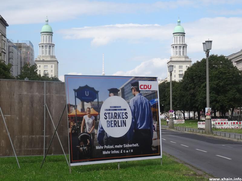 """""""Mehr Polizei, mehr Sicherheit"""": Wahlwerbung der CDU auf der Frankfurter Allee, nähe Frankfurter Tor."""