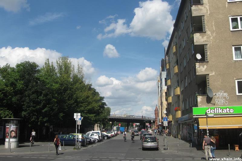 Falckensteinstraße, Blickrichtung Oberbaumbrücke