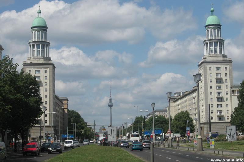 Frankfurter Tor, Blickrichtung Karl-Marx-Allee / Fernsehturm