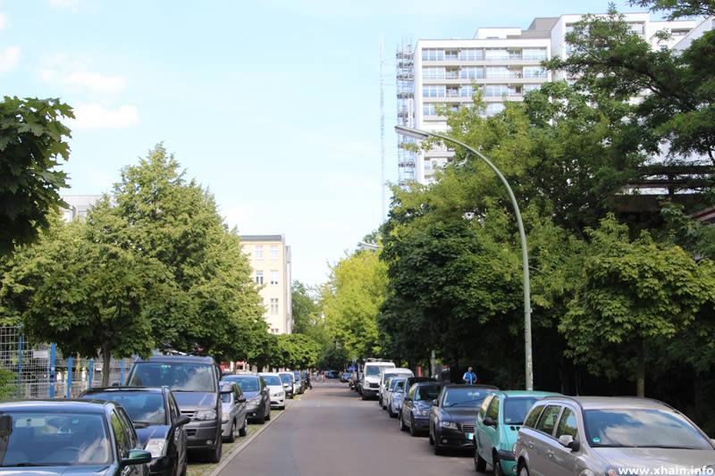 Franz-Klühs-Straße, Blickrichtung Friedrichstraße