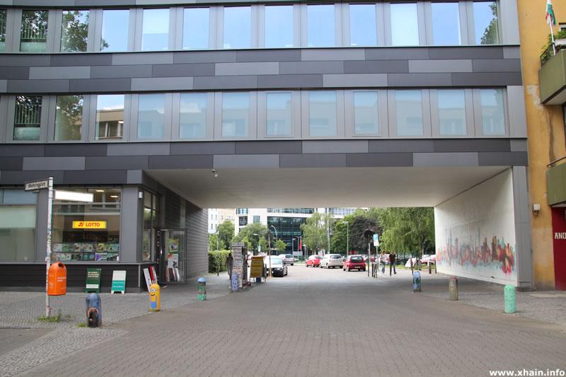 Friedrich-Stampfer-Straße / Mehringplatz