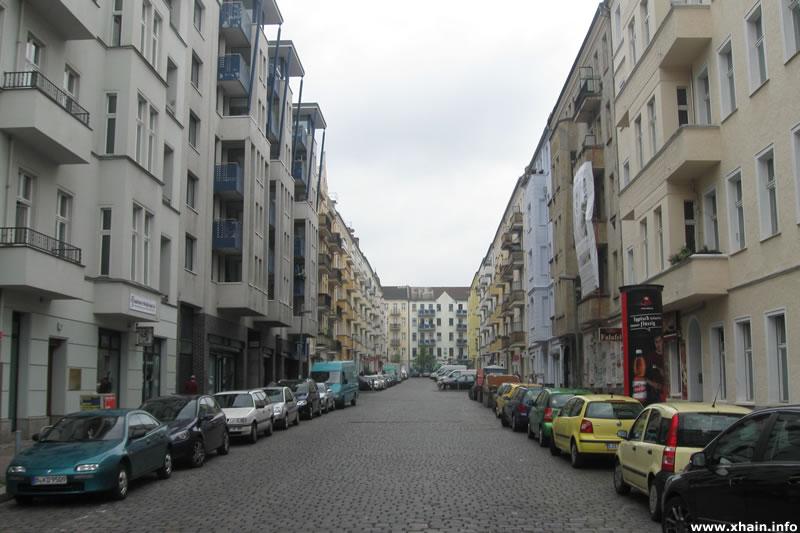 Gabelsbergerstraße, Blickrichtung Rigaer Straße (2012)