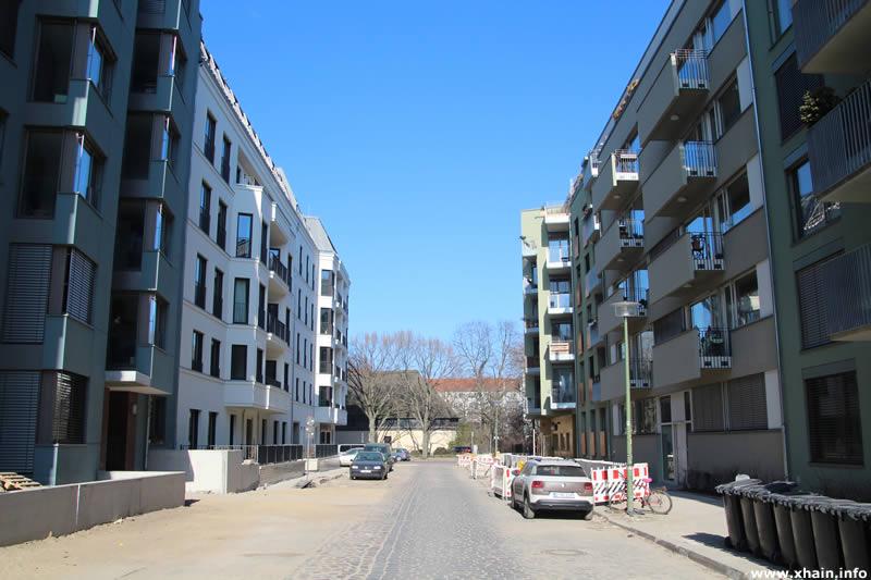 Haasestraße, Blickrichtung Simplonstraße / Offenbarungskirche