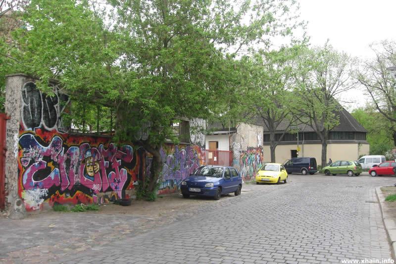 Haasestraße, Blickrichtung Simplonstraße (Offenbarungskirche)