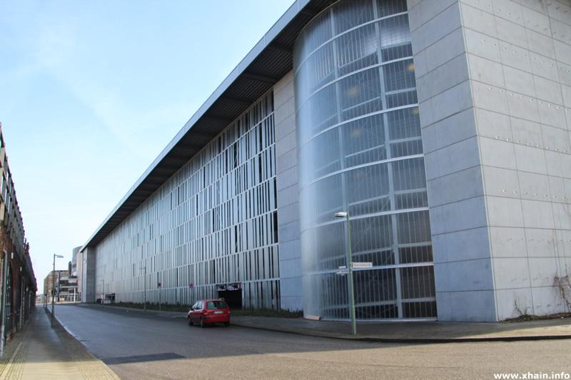 Helen-Ernst-Straße, Parkhaus der Mercedes-Benz-Arena