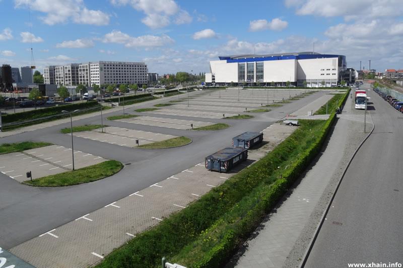 Helen-Ernst-Straße, Blickrichtung Arena