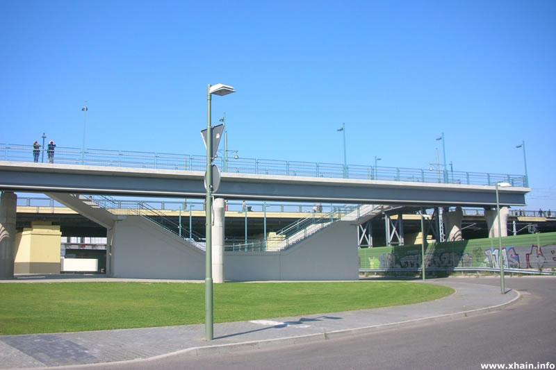 Helen-Ernst-Straße / Warschauer Brücke