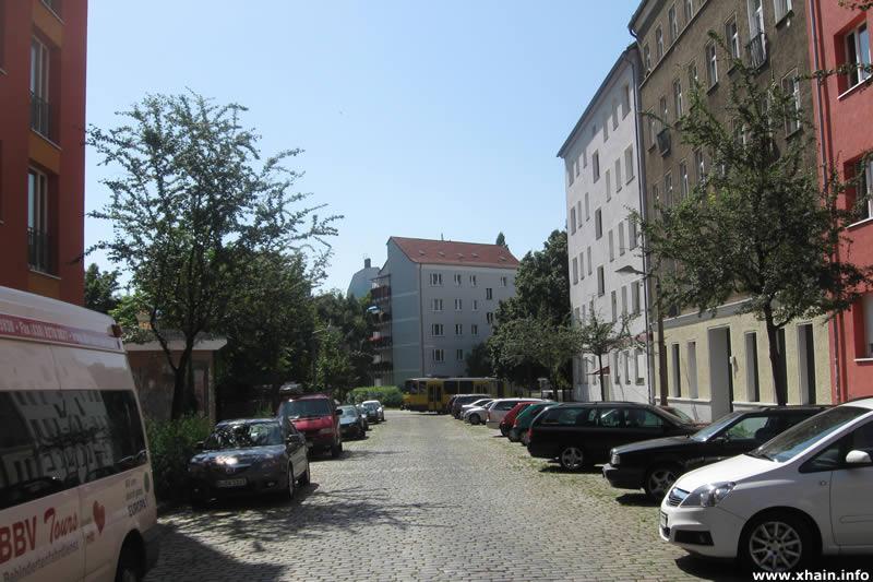 Hübnerstraße, Blickrichtung Weidenweg / Straßenbahn