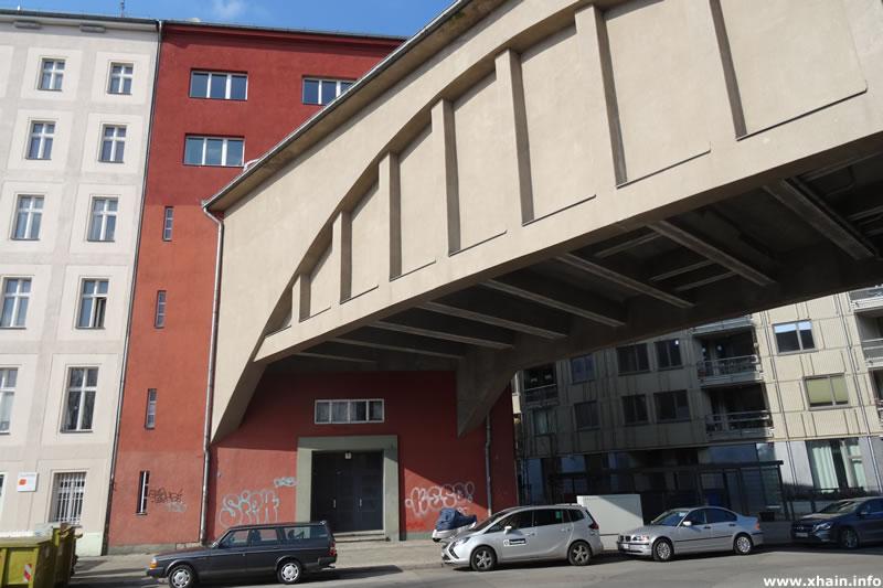 U-Bahn Hausdurchfahrt Dennewitzstraße 2