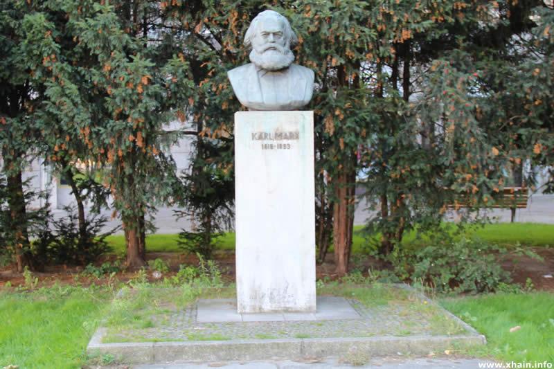 Karl-Marx-Büste am Strausberger Platz