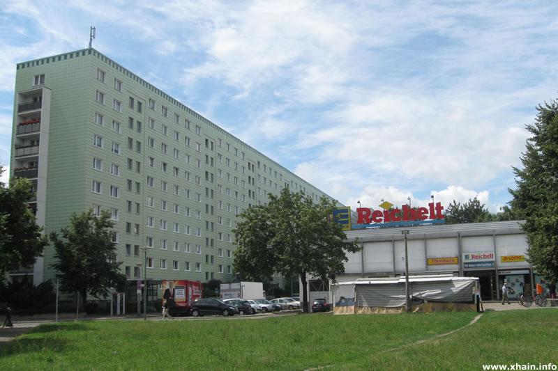 Kaufhalle am Leninplatz / Platz der Vereinten Nationen