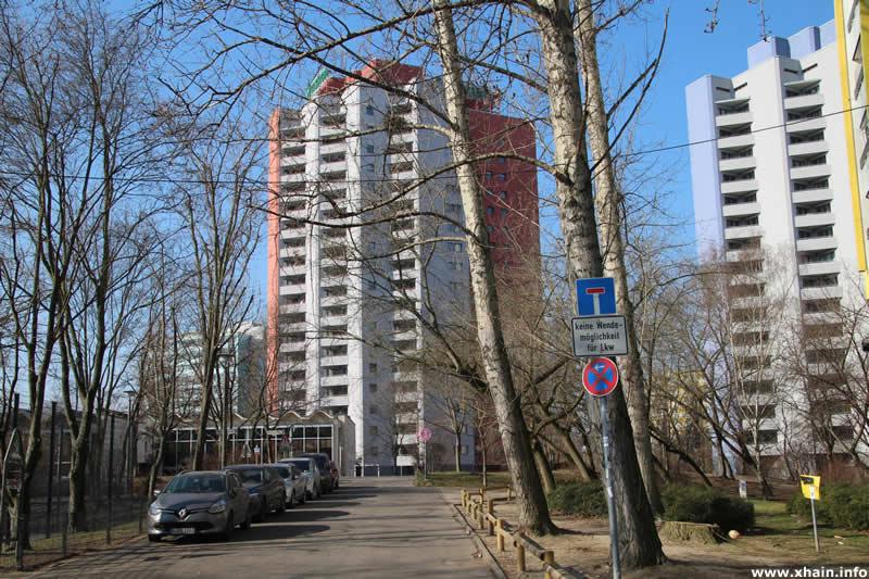 Mehlbeerenweg Ecke Lange Straße, Blickrichtung Schwimmhalle Holzmarktstraße