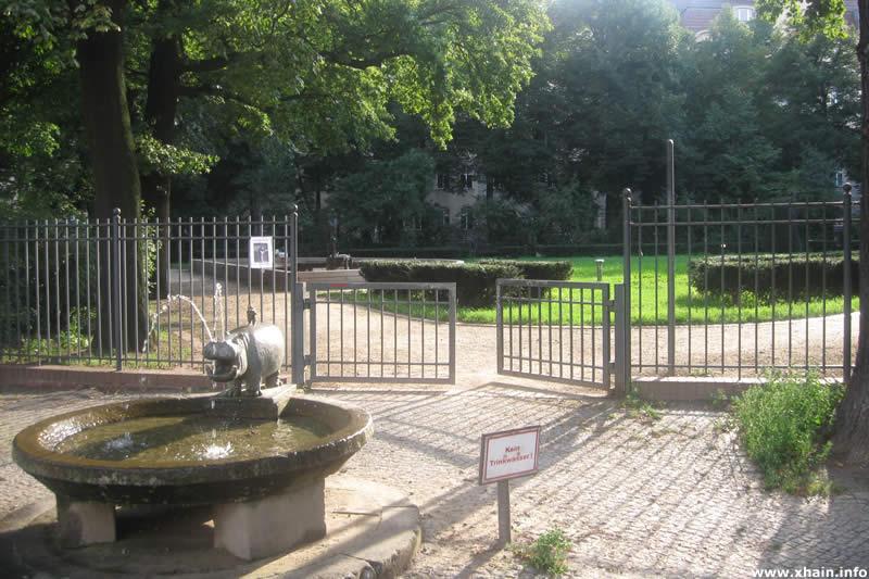 Nilpferdbrunnen am Wühlischplatz