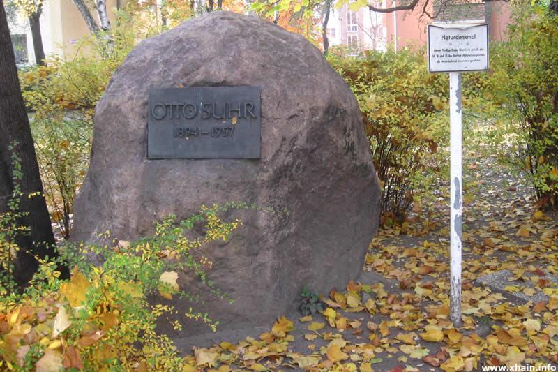 Findling an der Otto-Suhr-Siedlung