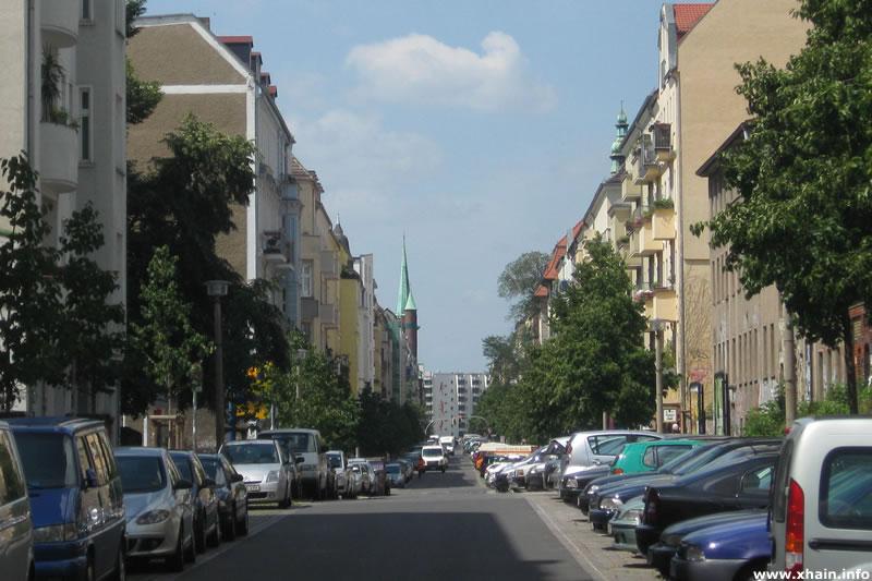 Rigaer Straße, Blickrichtung Bersarinplatz