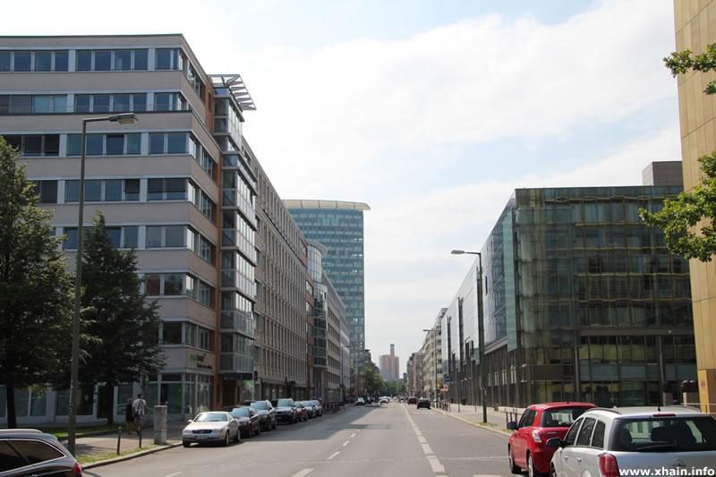 Rudi-Dutschke-Straße, Blickrichtung Westen
