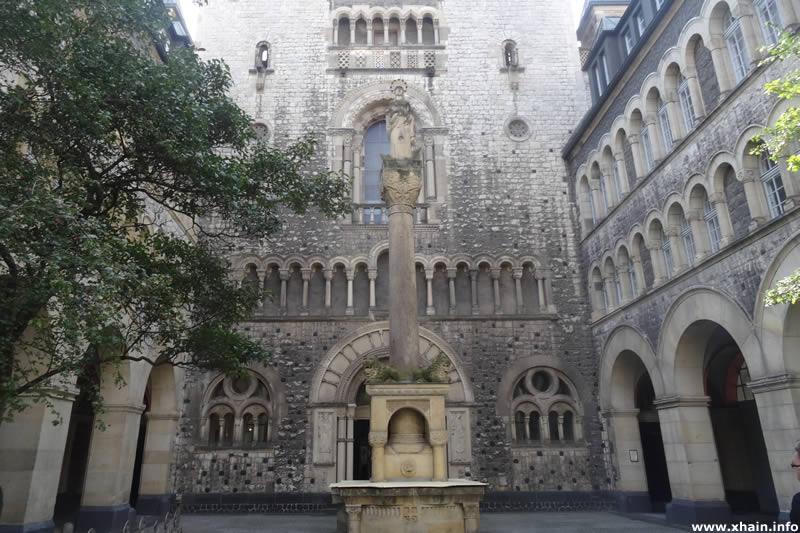 Sankt Marien-Liebfrauen-Kirche - Innenhof