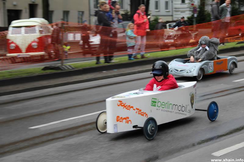 Berliner Seifenkistenrennen auf dem Mehringdamm - Joker-Team Berlin