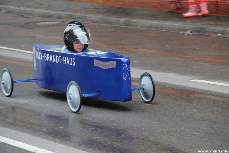 Berliner Seifenkisten-Rennen auf dem Mehringdamm 2013