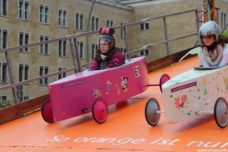 Seifenkistenrennen - Minnie Mouse und Tinkerbell