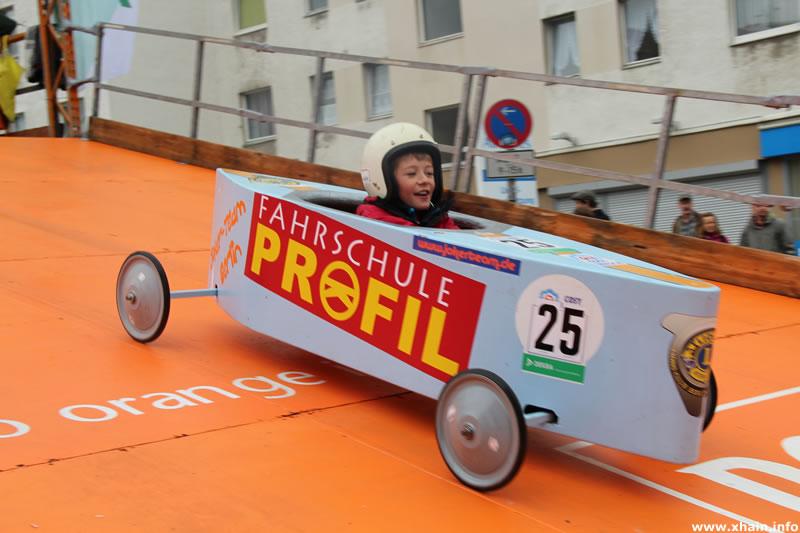 Berliner Seifenkisten-Rennen auf dem Mehringdamm
