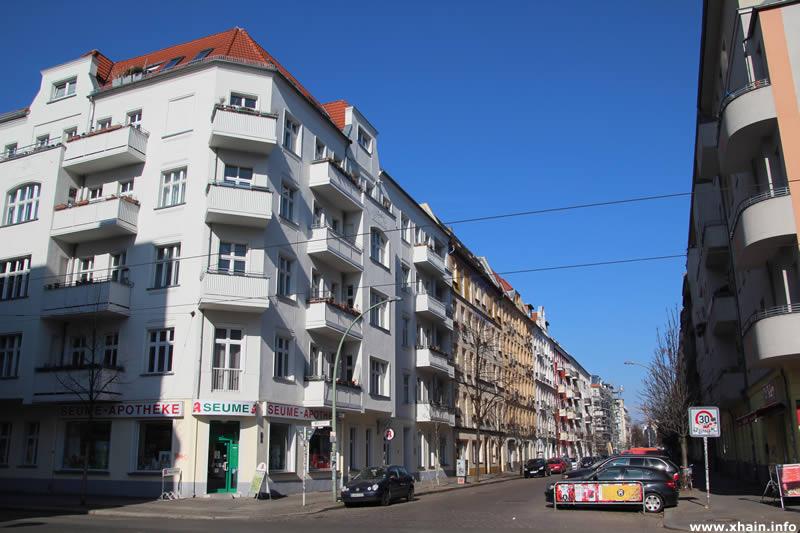 Seumestraße Ecke Wühlischstraße (Seume-Apotheke)