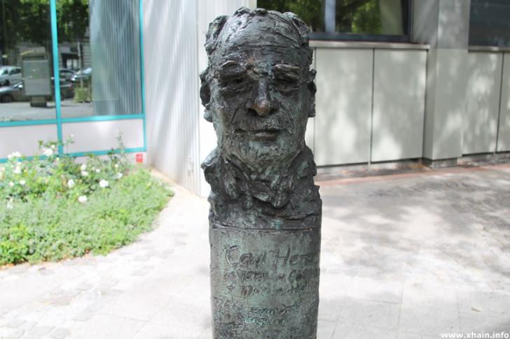 Carl-Herz-Büste
