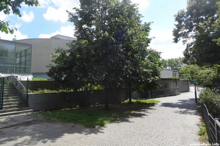 Fritz-Schiff-Weg am Kino Kosmos