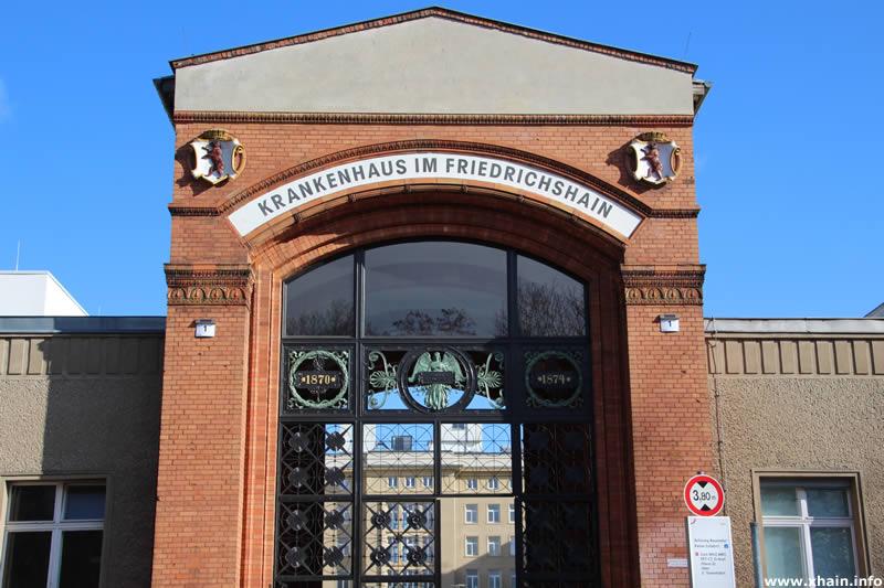 Historisches Eingangstor zum Krankenhaus Friedrichshain
