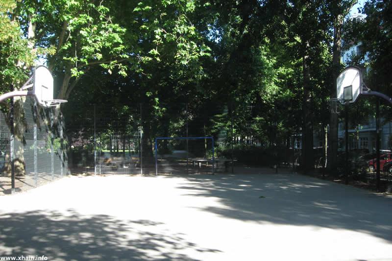 Basketballplatz auf dem Traveplatz