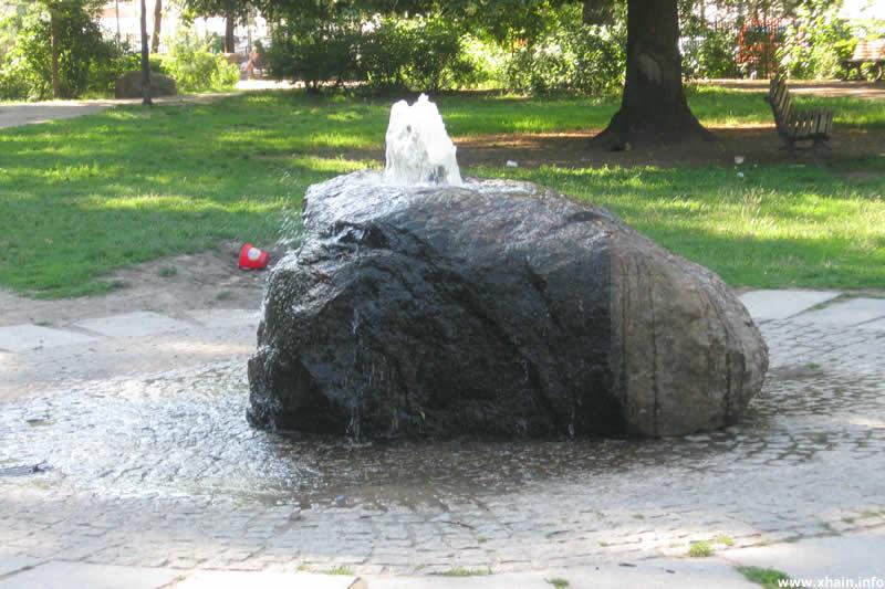 Quellstein von Adalbert Maria Klees